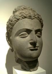 Patung Buddha dari Gandhara, abad ke-1 atau abad ke-2.