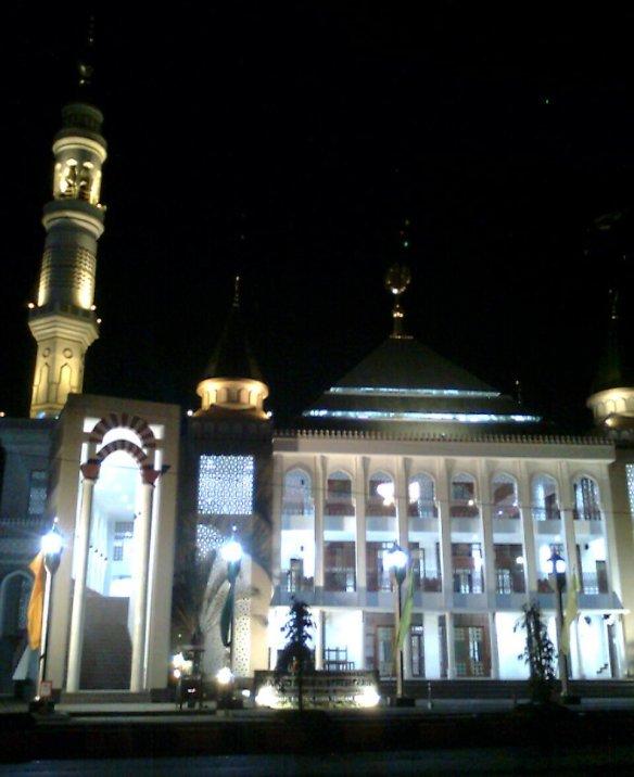 Masjid Al Muttaqun (Malam Hari)