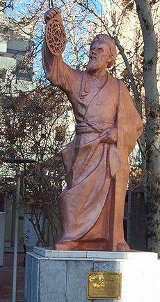 Patung Al Khawrismi di depan Fakultas Matematika Universitas Tekhnologi Amrikabir, Teheran, Iran