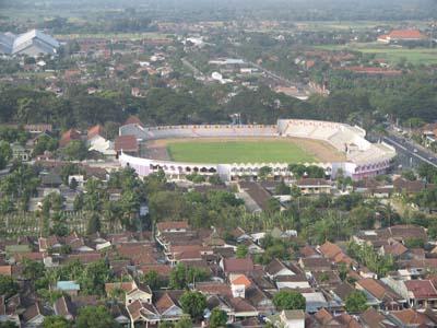 Stadion Brawijaya Kediri dilihat dari Menara Asmaul Husna