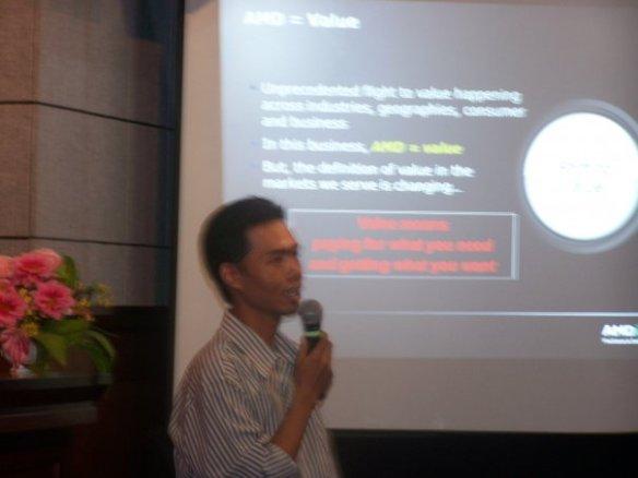 Funology - Bapak Jonathan Sulistyo menjelaskan keunggulan prosesor AMD