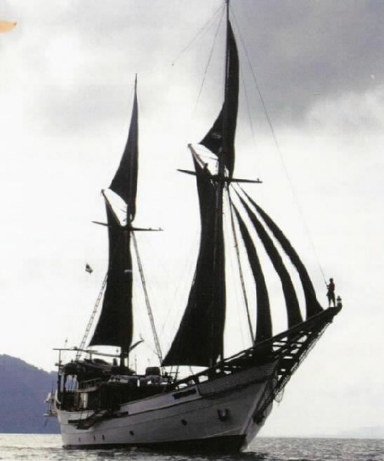 Mitologi Perahu Phinisi