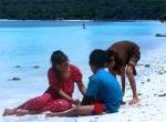 Anak-anak Bermain Pasir Di Pantai Tanjung Bira