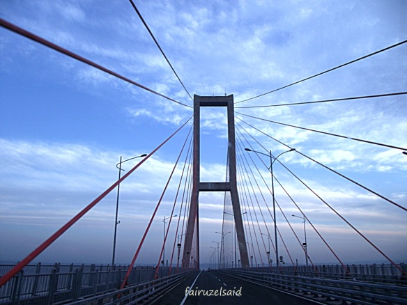 Elemen garis diagonal pada je,mbatan Suramadu